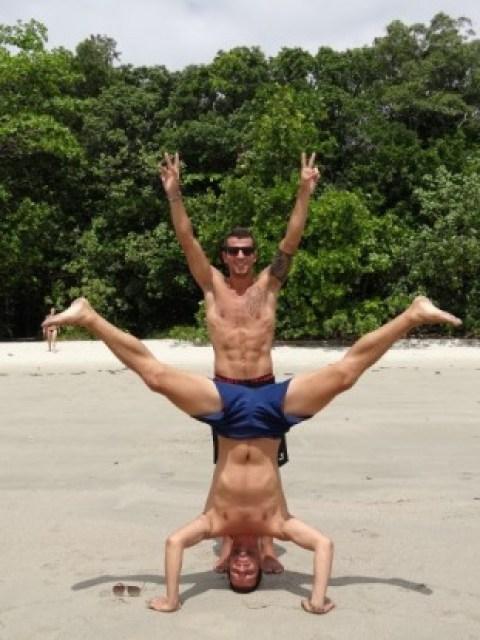 Australie- Cap Tribulation: Mika et Alex, ah bé oui mais on ne peut pas prendre la photo et etre dessus!!!