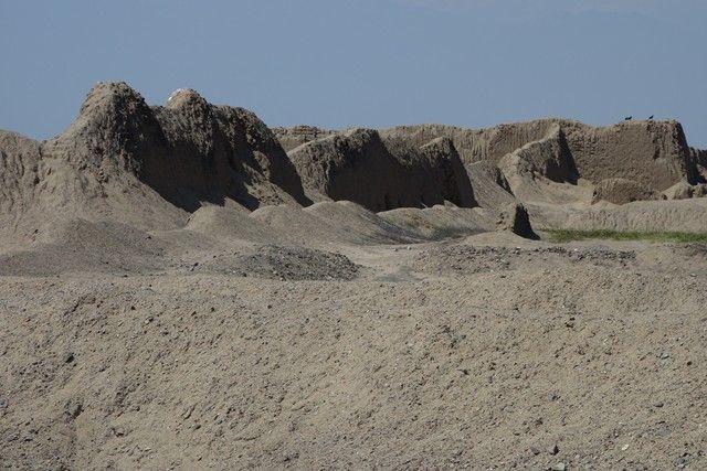 Perou- Chan Chan: Au depart les murs de l'ancienne cités ne ressemblent à pas grand choses!