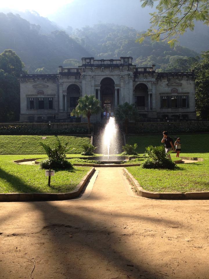 Bresil- Rio de Janeiro: Parc Laje avec maison coloniale, fontaine et foret tropicale photo blog voyage tour du monde travel https://yoytourdumonde.fr
