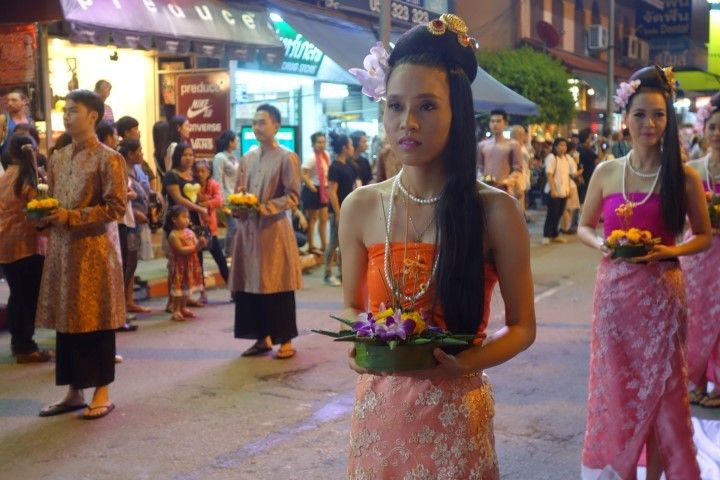 parade-travel-voyage-chiang-mai-fille-thailandaise
