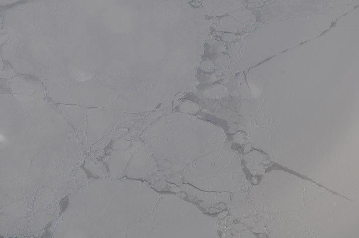 Tour du monde- La terre vue du ciel: La calotte glaciere, hémisphère sud.