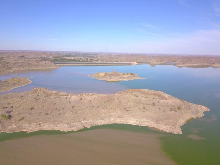 Le magnifique lac d'hardai en Namibie photo blog voyage tour du monde https://yoytourdumonde.fr