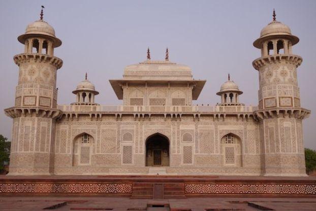 Pres de Agra le petit Taj Mahal avec le Itamad Ud-Daulah photo blog voyage tour du monde https://yoytourdumonde.fr