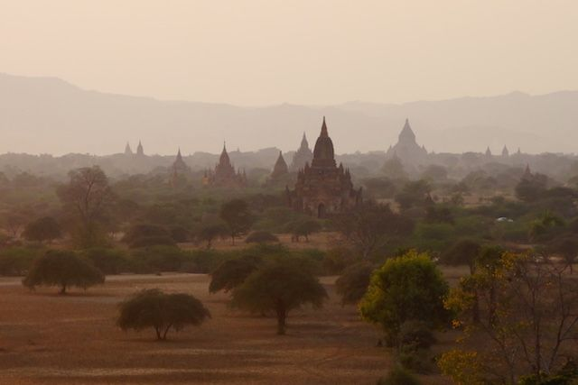 bagan birmanie myanmar photo couche du soleil voyage tour du monde https://yoytourdumonde.fr