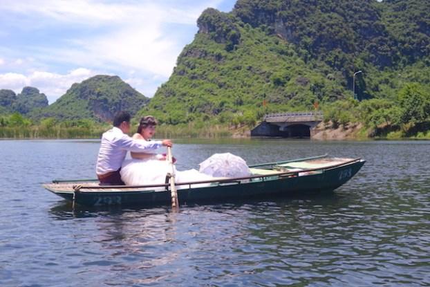 Marié Baie d'Halong terrestre photo blog voyage tour du monde https://yoytourdumonde.fr
