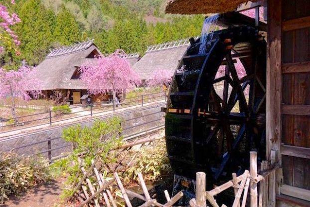 Mont Fuji petit village médiéval japonais de Saiko Iyashi no Sato Nemba article blog tour du monde https://yoytourdumonde.fr