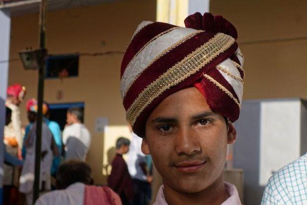 Tenue traditionnelle d'un indien lors d'un mariage du coté de pushkar photo blog voyage tour du monde https://yoytourdumonde.fr