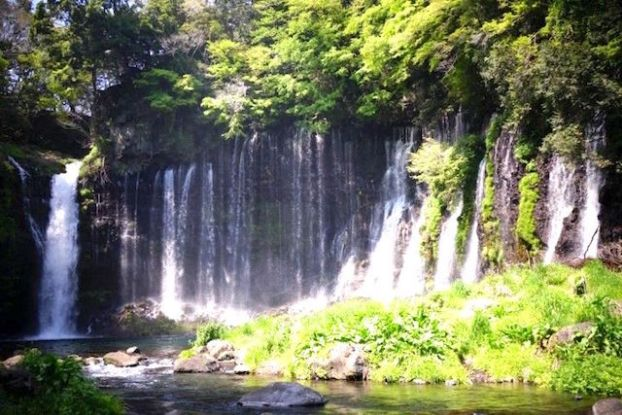 Japon Cascade de Shiraito à Fujinomiya photo blog voyage tour du monde https://yoytourdumonde.fr