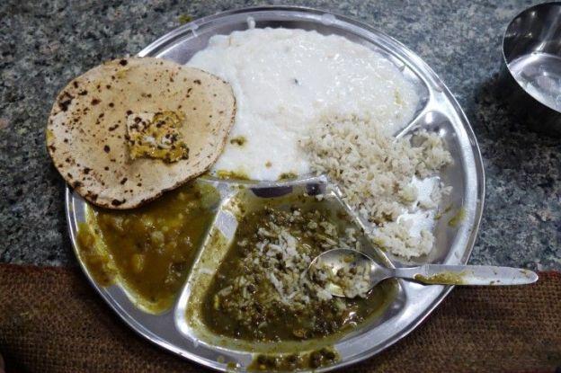 Repas distribué par les sikhs au temple d'or photo blog voyage tour du monde https://yoytourdumonde.fr