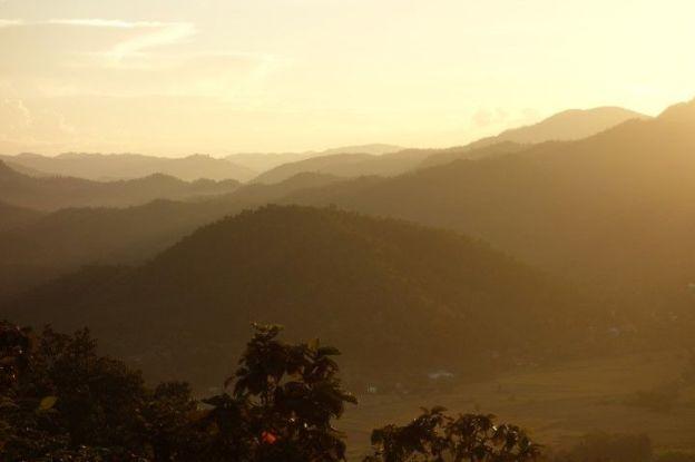 travel-voyage-temple-bouddhiste-couche-soleil