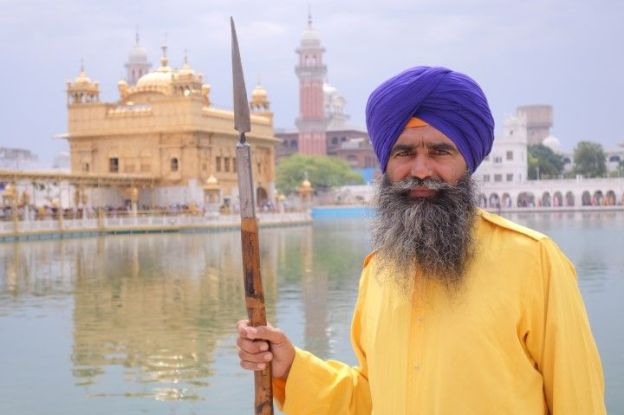 Portrait d'un Sikhs à Amritsar au temple d'or photo blog voyage tour du monde https://yoytourdumonde.fr