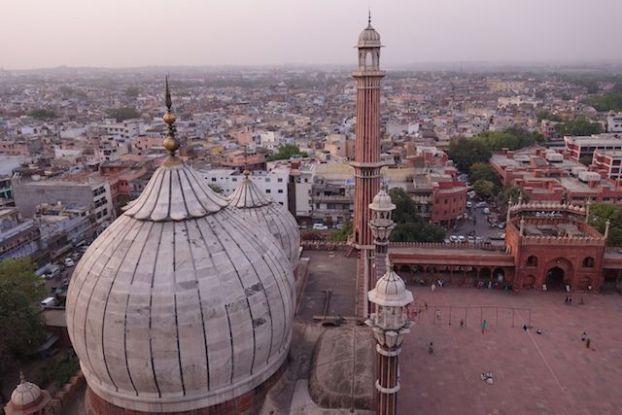 Jama Masjid est une mosquée qui se visite dans le centre de New Delhi. Photo blog voyage tour du monde https://yoytourdumonde.fr