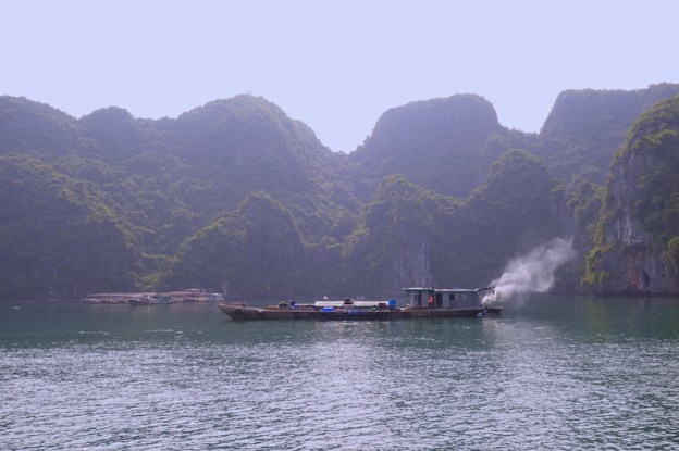 vietnam baie d'halong photo voyage tour du monde https://yoytourdumonde.fr