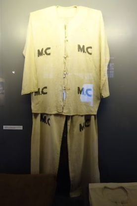 Voyage au Vietnam: Les prisionniers dont beaucoup était des prisonniers politiques devait mettre cette tenue dans l'enceinte de la prison d'Hanoi.