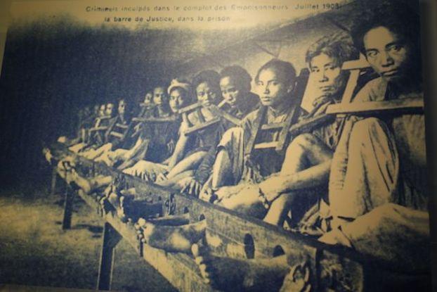 Voyage au Vietnam: Photo de prisonniers politique incarcerer à Hanoi durant l'epoque coloniale.
