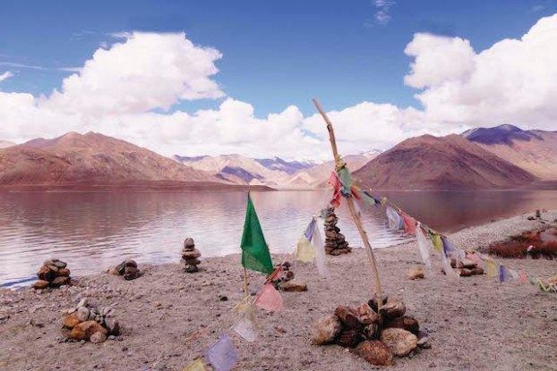 Les lacs sont d'une beauté incroyable au Ladakh photo blog voyage tour du monde https://yoytourdumonde.fr
