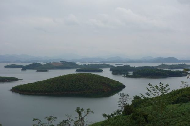 iceberg-ilots-lac-thacba-vulinh-vietnam-nord-voyage-travel