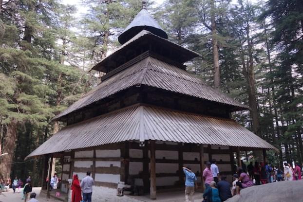 Temple de Hadimba manali inde photo blog voyage tour du monde http://yoytyourdumonde.fr
