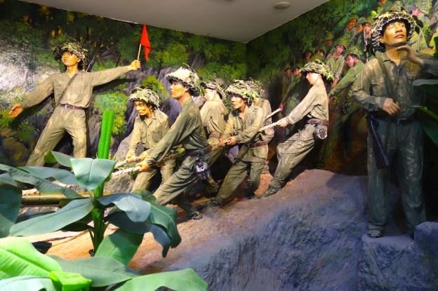 Musée de Dien Bien Phu soldats guerre indochine photo blog voyage tour du monde https://yoytourdumonde.fr
