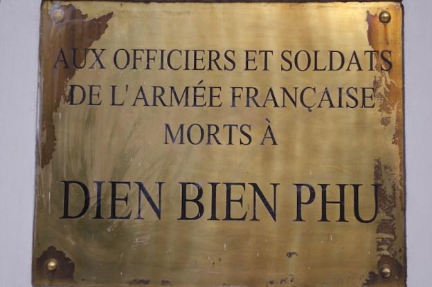 Vietnam: Dien Bien Phu mémorial aux soldats français décédés photo blog tour du monde guerre indochine https://yoytourdumonde.fr
