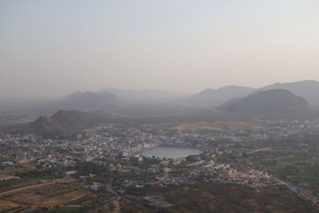Pushkar de jour photo prise du Savitri Temple photo blog voyage tour du monde https://yoytourdumonde.fr