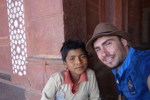 Des jeunes veulent vous faire visiter Fatehpur Sikri