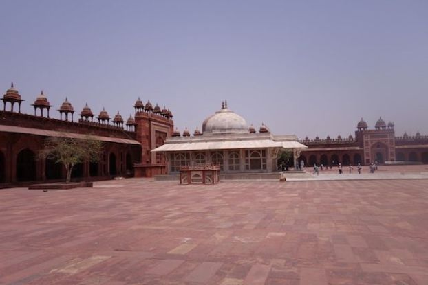 Cour de Fatehpur Sikri photo blog voyage tour du monde https://yoytourdumonde.fr