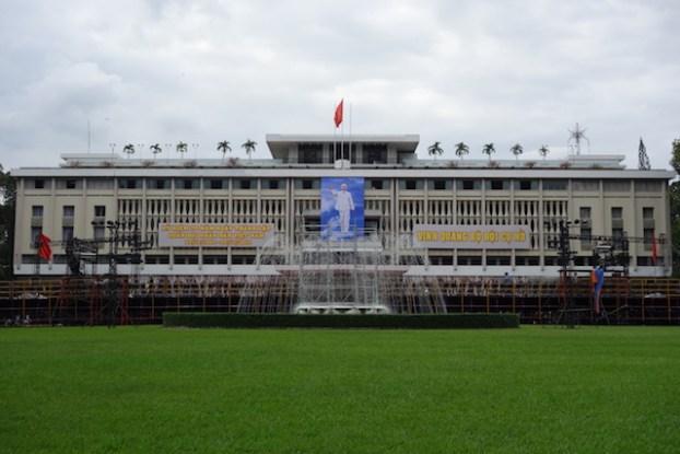 Façade du musée de la Reunification à Saigon alias Ho Chi Minh sur le blog https://yoytourdumonde.fr