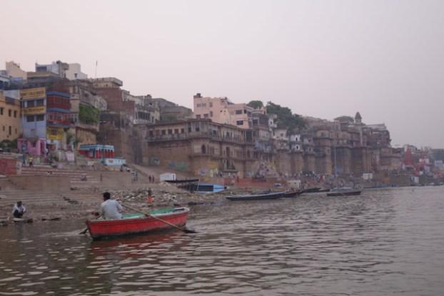 Beauté magnifique de Varanasi en Inde. Photo voyage tour du monde. https://yoytourdumonde.fr