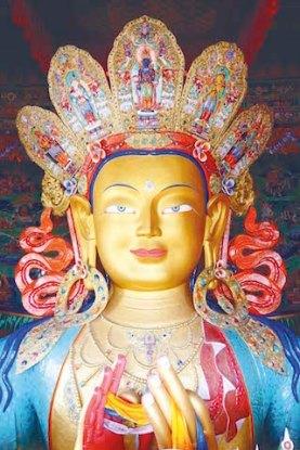 L'une des plus belles statues de Bouddja se trouve au Thiksey Monastery photo blog voyage tour du monde https://yoytourdumonde.fr
