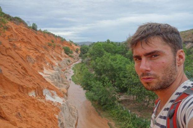 yohann taillandier le long de la riviere Suoi Tien dans le sud du vietnam dans la ville de Mui Ne blog https://yoytourdumonde.fr