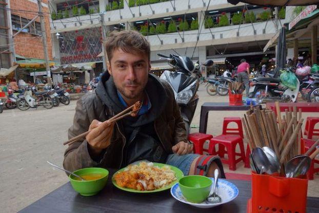 Vietnam - Dalat: Le midi je vous conseille de manger sur le marché central de Dalat! Pas chère et très bon.
