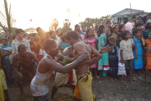 ceremonie hindouiste birmanie ile de l'ogre blog voyage tour du monde https://yoytourdumonde.fr
