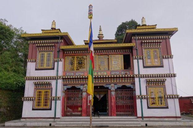 Temple tibetain à darjeeling en inde photo voyage tour du monde https://yoytourdumonde.fr