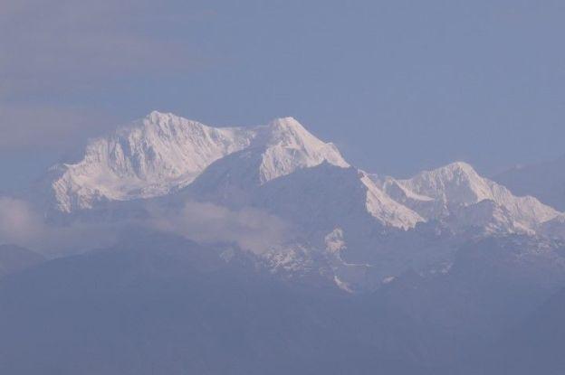 Troisieme sommet le plus haut du monde le levé du soleil sur le Khangchendzonga à Pelling au Sikkim est magnifique photo blog voyage tour du monde https://yoytourdumonde.fr