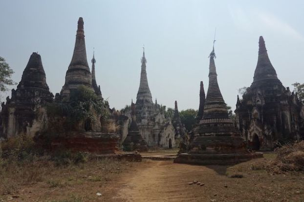 Plus de 250 stupas et temples vous attendent du coté de Myint en birmanie ou myanmar photo voyage blog tour du monde https://yoytourdumonde.fr