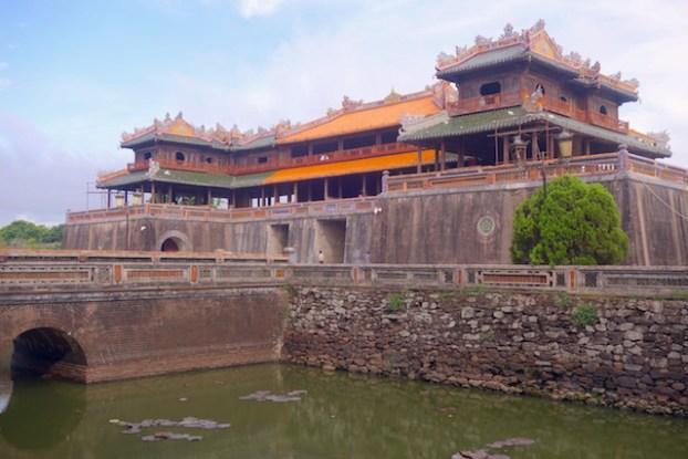 La beauté du mur d'enceinte de la Cité Impériale de Hué au Vietnam. Photo article blog tour du monde https://yoytourdumonde.fr