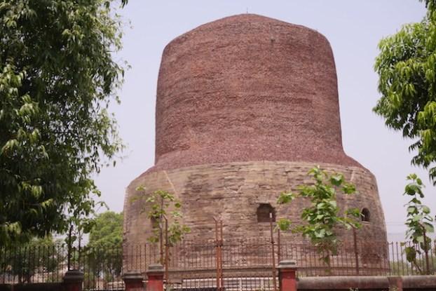 Un peu deçu de Sarnath même si le stupa est très joli. Photo bog voyage tour du monde https://yoytourdumonde.fr
