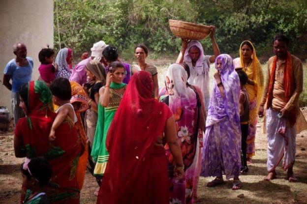 J'ai trouvé les habitants de Khajuraho en Inde très sympatiques. Des massages peuvent être fait egalement. Photo blog voyage tour du monde https://yoytourdumonde.fr