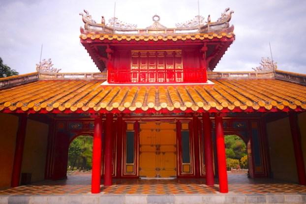 A 20 minutes de Hué il vous faut découvrir le magnifique mausolée de Minh Mang ancien empereur du Vietnam photo blog voyage tour du monde https://yoytourdumonde.fr