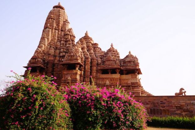 Inde temple Khajuraho photo blog voyage tour du monde https://yoytourdumonde.fr