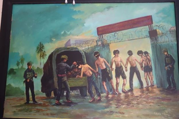 les prisonniers se dirigeant a killing fields apres avoir ete a S-21 photo blog voyage https://yoytourdumonde.fr
