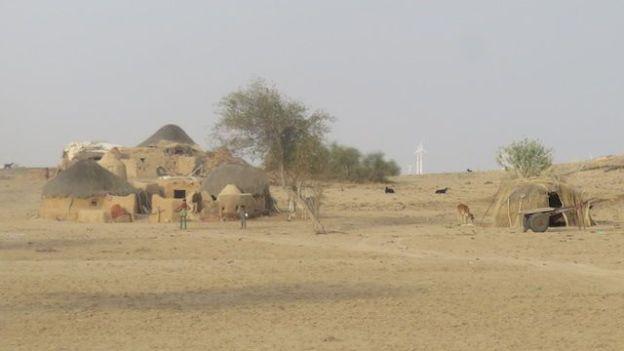 Le désert de Thar pourrait largemement etre un lieu de tournage du film Star Wars avec des decors et des villages dans le deserts de Thar magnifique photo voyage blog tour du monde https://yoytourdumonde.fr