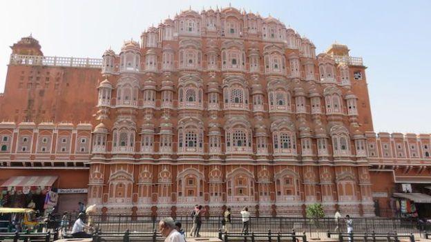 Hawa Mahal magnifique batiment jaipur ville rose phoot blog voyage tour du monde https://yoytourdumonde.fr
