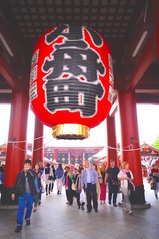 Temple dans le quartier d'Asakusa à Tokyo voyage photo blog tour du monde https://yoytourdumonde.fr