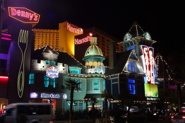 A Las Vegas les plus beaux hotels se trouvent sur le strop photo blog voyage tour du monde https://yoytourdumonde.fr
