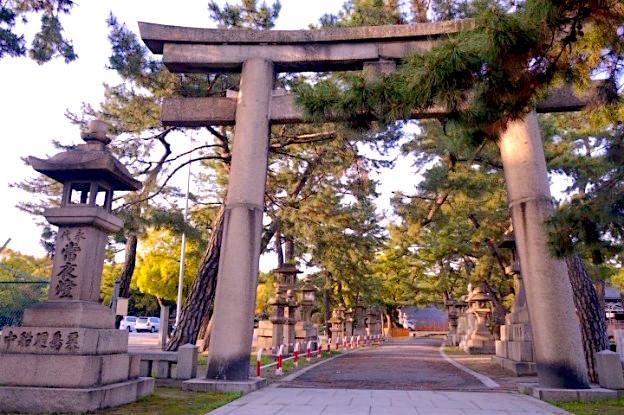 Japon Osaka entrée de sanctuaire et de temple photo blog voyage tour du monde https://yoytourdumonde.fr