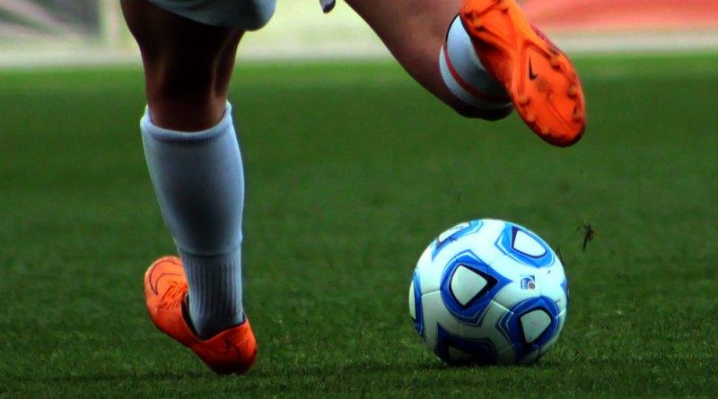 Deradjat Ginanjar Koesmayadi, Pengidap HIV Berprestasi Di Sepakbola Internasional