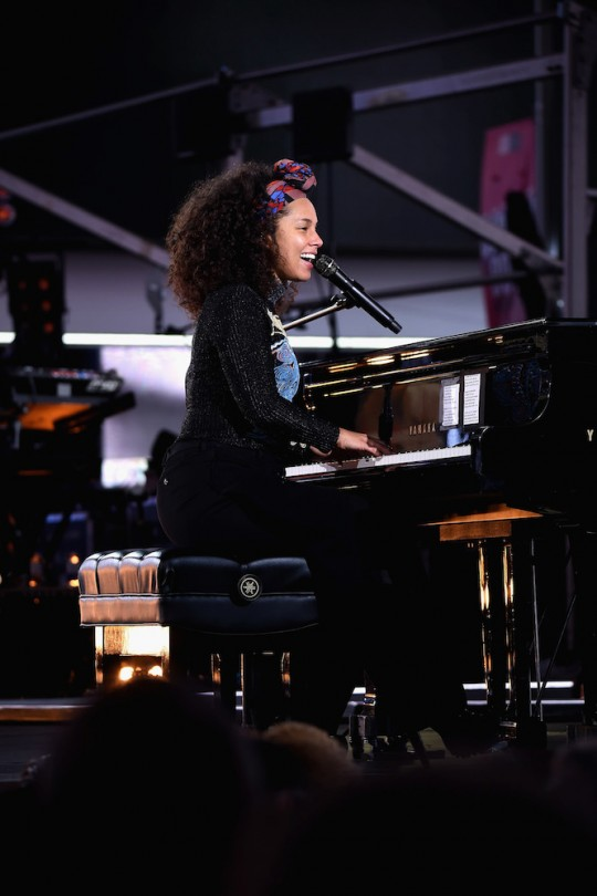 675455669KC00002 Alicia Key 540x810 - Event Recap: Alicia Keys Performs Concert in Times Square To Celebrate New Album #HERE @aliciakeys @QtipTheAbstract @Nas @JohnMayer @questlove