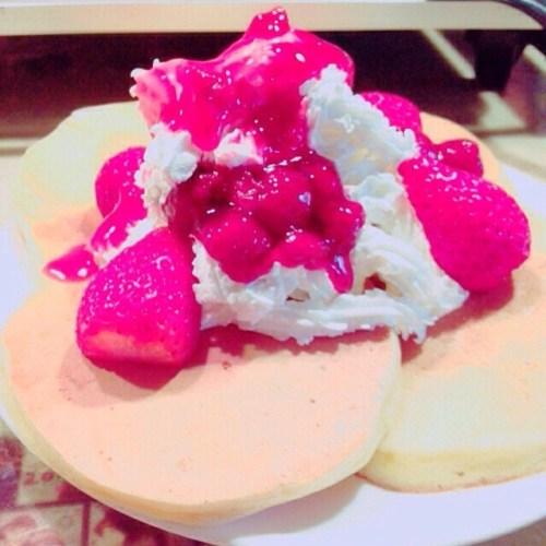 今日はデカ姫と  #Pancake  を作っておうちで  #lunch (。☌ᴗ☌。) デカ姫が焼いてくれた~(ღ˘⌣˘ღ)なんだかと~っても美味しくてい~っぱい食べちゃった(´×ω×`) けどいろいろ話しもできたし楽しかったなぁ~(Ŏ艸Ŏ)今度はチビ姫も一緒に  #Pancake#party  やらなくちゃ(⊙ꇴ⊙)